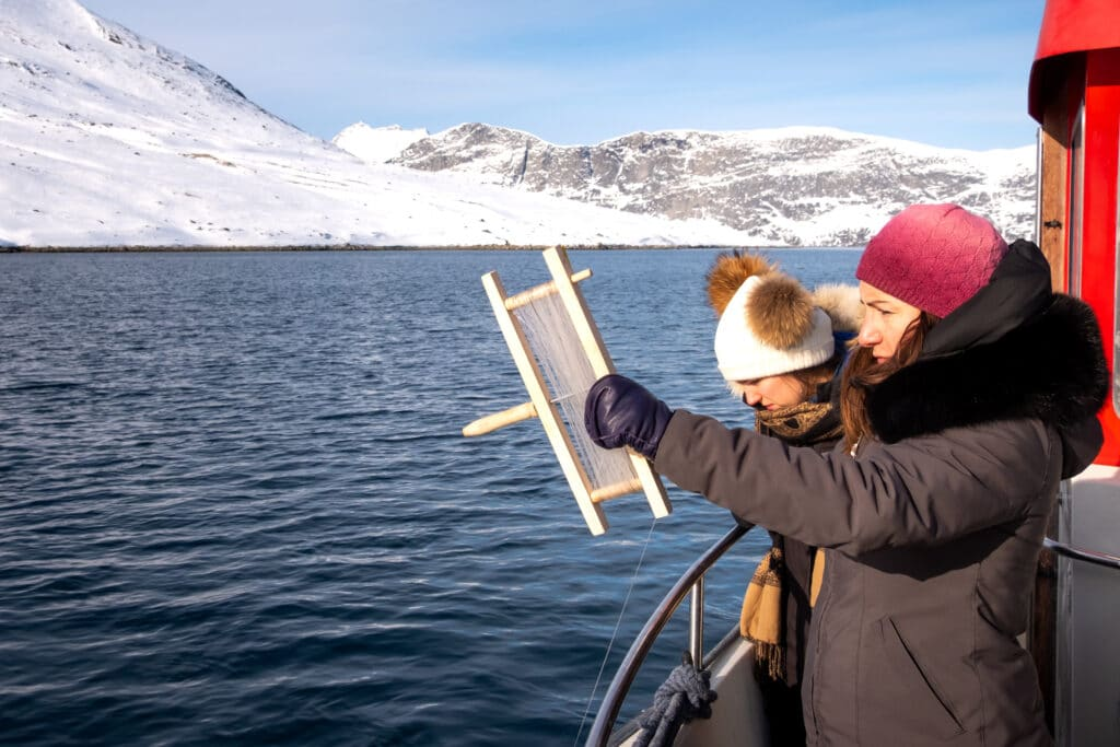 Fishing on a boat tour in the Nuuk Fjord - winter - Guide to Greenland