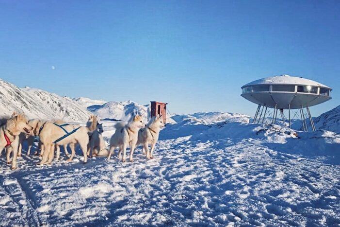 Dog sledding tour to the UFO cabin & viewpoint | Sisimiut