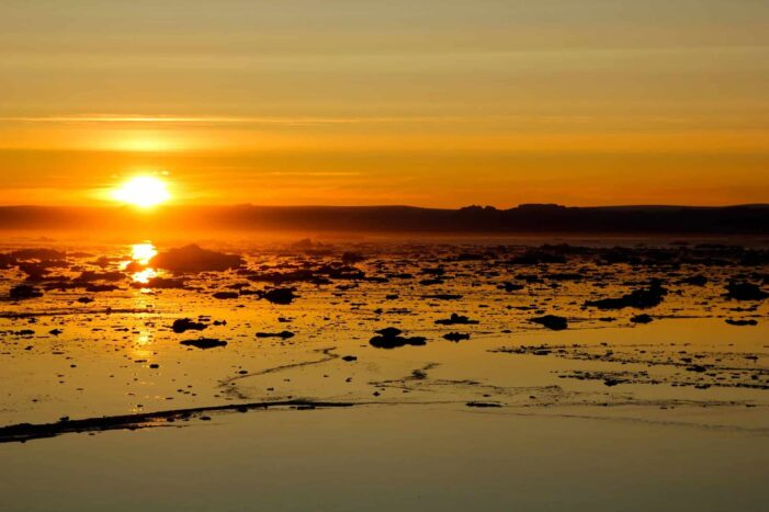 Midnight Sailing | Uummannaq | North Greenland