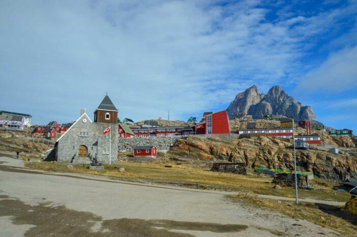 Town walk   Uummannaq   North Greenland