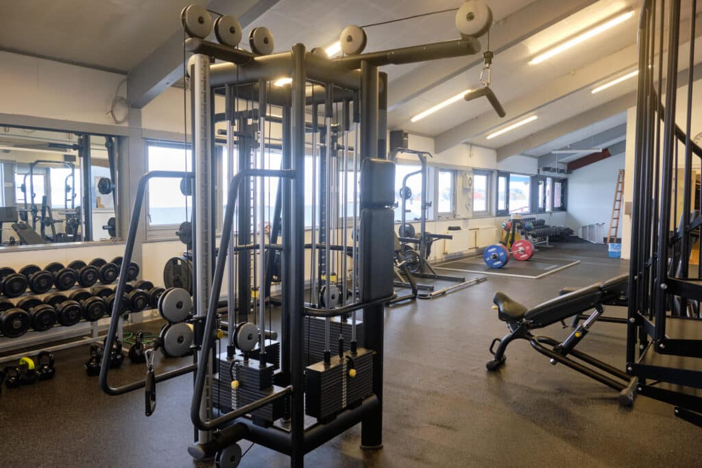 Aasiaat fitness center, weights and machines