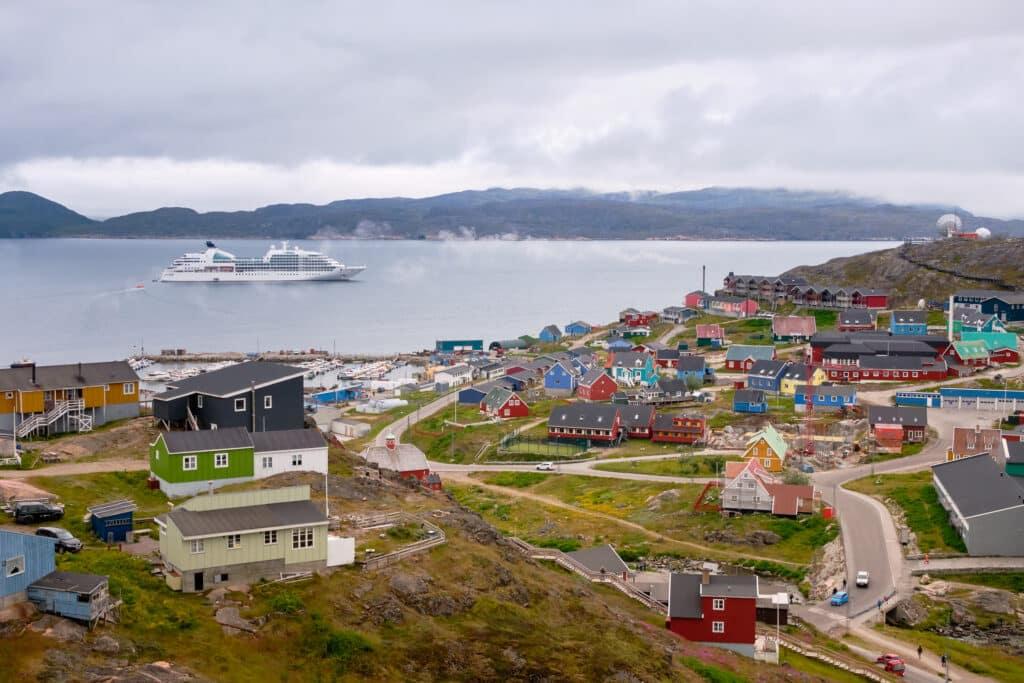 Large cruise ship in Qaqortoq