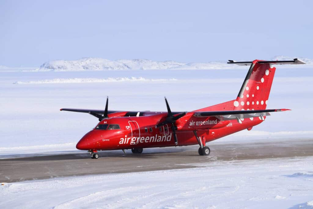 Air Greenland Dash 8 landing at Aasiaat airport in winter