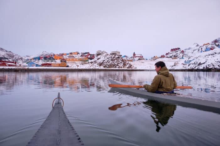 Ro med en traditionel Grønlandsk kajak | Sisimiut