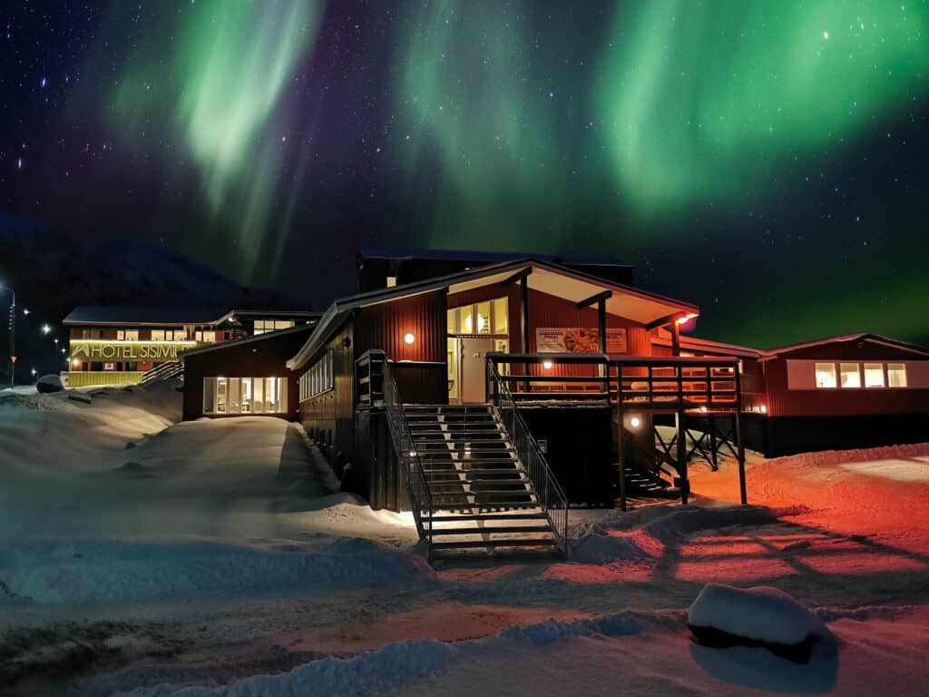 Northen lights over Hotel Sisimiut