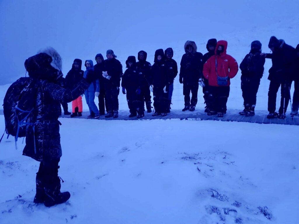 Peolpe snowshoeing on Ilulissat