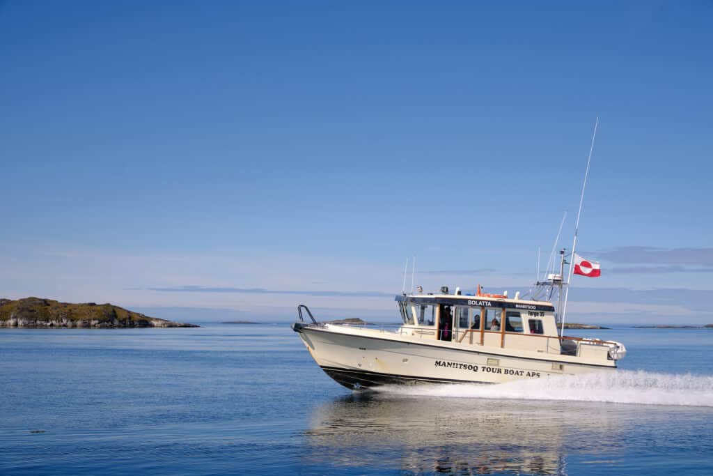 Nuuk - Maniitsoq shuttle service - Guide to Greenland