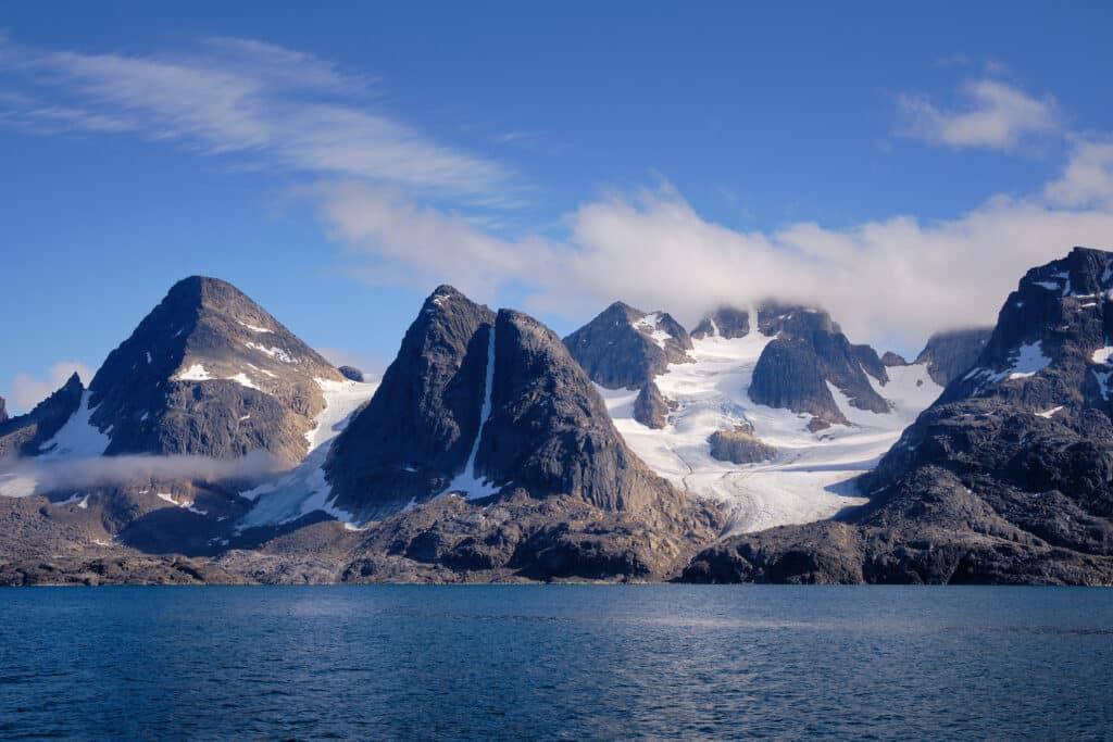 Peaks of Hamborgerland near Maniitsoq - Guide to Greenland