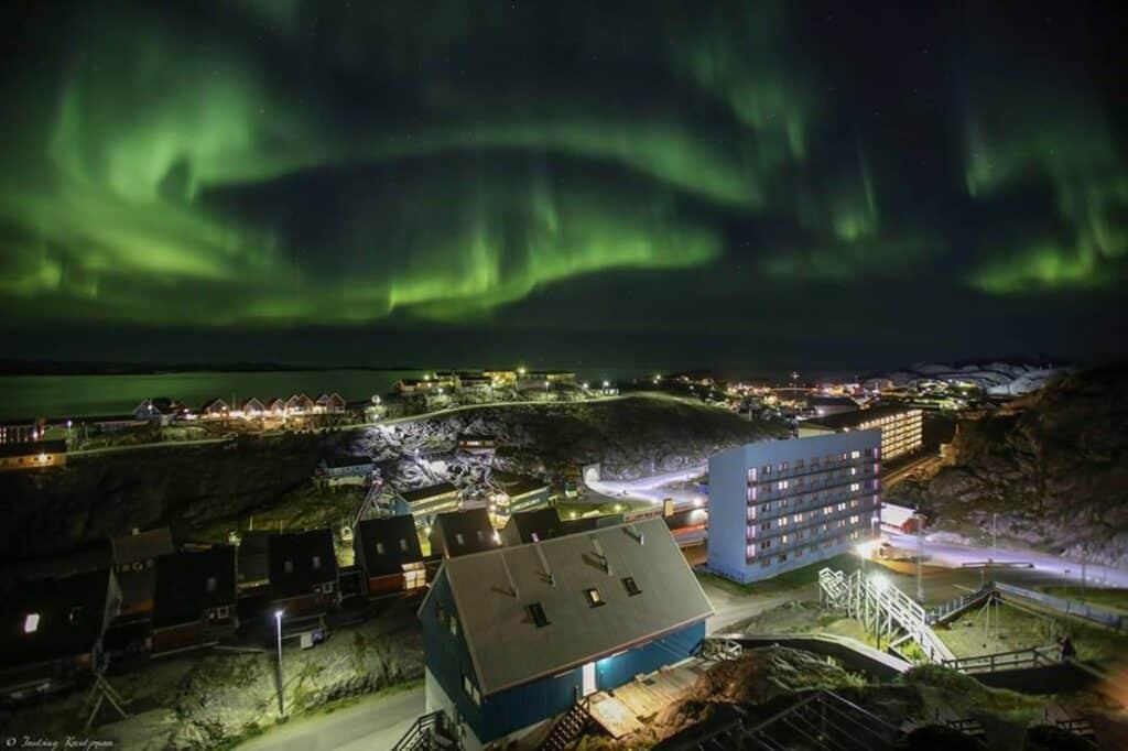 Photo - Inutsiaq Kreutzmann - Northern lights above Maniitsoq