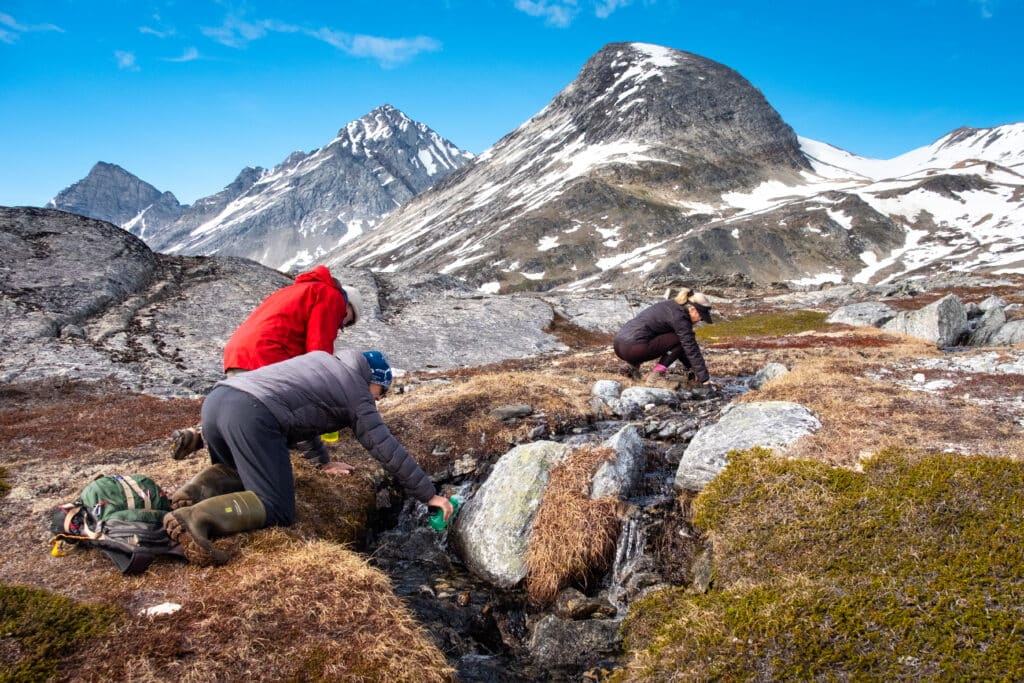 Re-fill your water bottle anywhere while hiking in Greenland - Guide to Greenland