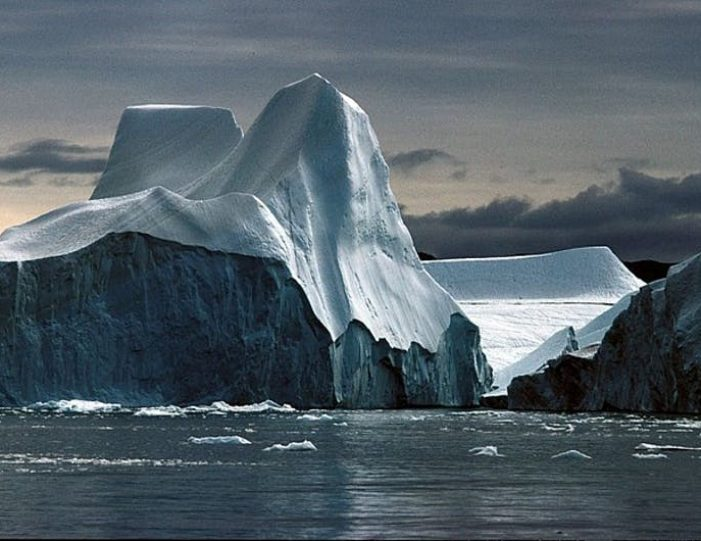 4-day-highlights-of-winter-ilulissat-disko-bay-Guide to Greenland6