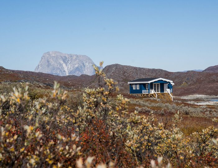 Blue hut in Nuuk Fjord- autumn - Guide to Greenland