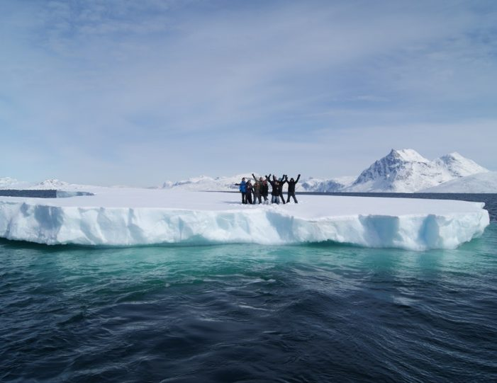 Boat charter Nuuk West Greenland - Guide to Greenland8