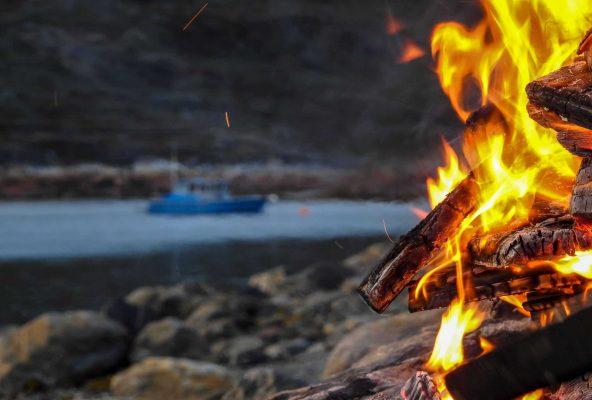 Bonfire, fishing & sup boarding - Guide to Greenland4