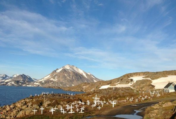 Cemetery-in-Kulusuk-_-Guide-to-Greenland-Gabriela