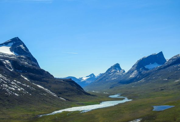 Hiking-in-the-Nuuk-Fjord-Guide-to-Greenland9
