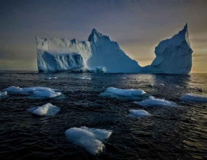 Iceberg cruise & Ice cave exploring | Tasiilaq | East Greenland - Guide to Greenland2