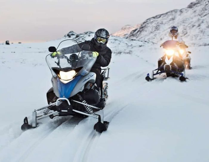 Learn to ride a Snowmobile Sisimiut - Guide to Greenland1