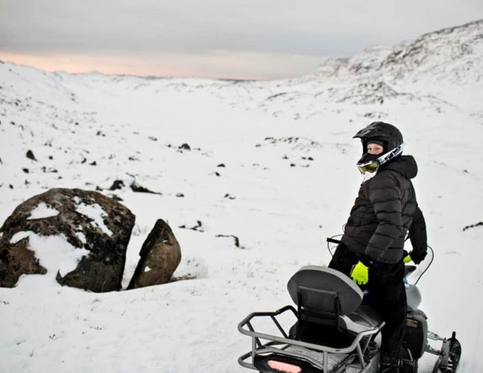 Learn to ride a Snowmobile Sisimiut - Guide to Greenland2