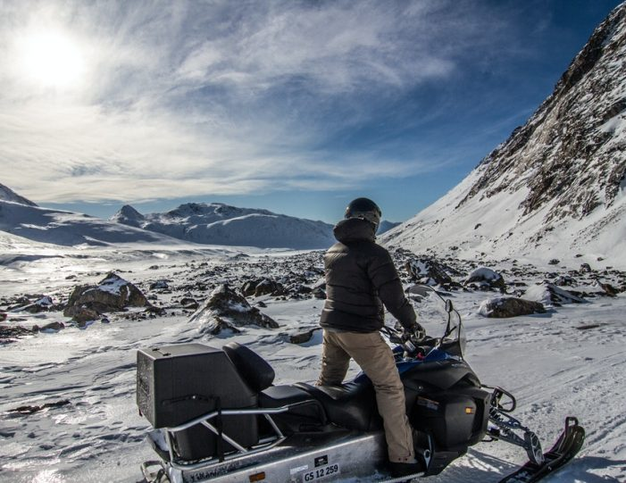 Learn to ride a Snowmobile Sisimiut - Guide to Greenland4