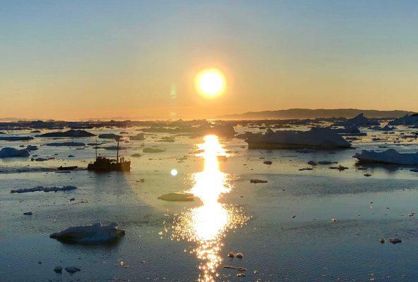 Midnight sun, Ilulissat - Guide to Greenland2