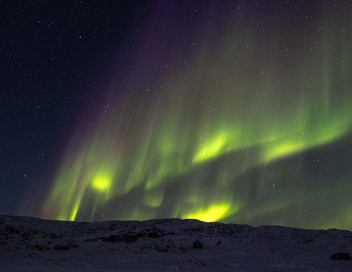 Northern lights and mountains - winter- Guide to Greenland