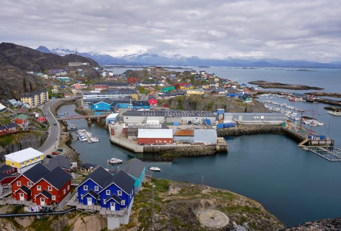 Scenic-viewpoint-over-the-town-of-Maniitsoq-Guide-to-Greenland