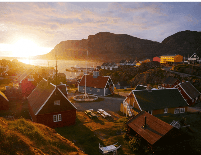 Sightseeing By Bus Sisimiut West Greenland - Guide to Greenland12