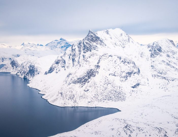 approaching-sermitsiaq-helicopter-summit-scenic-flight-nuuk -winter- Guide to Greenland