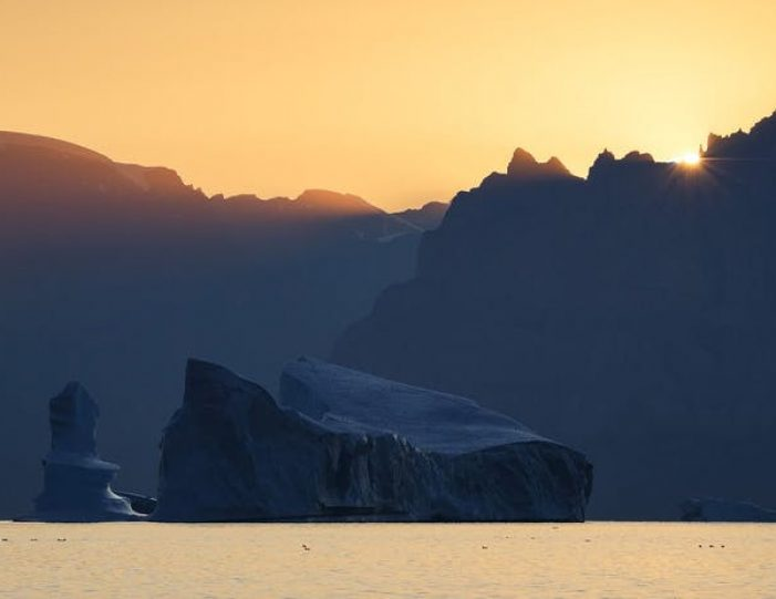 arctic-nights-photography-workshop-uummannaq-north-greenland-Guide to Greenland3