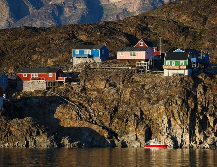arctic-nights-photography-workshop-uummannaq-north-greenland-Guide to Greenland8