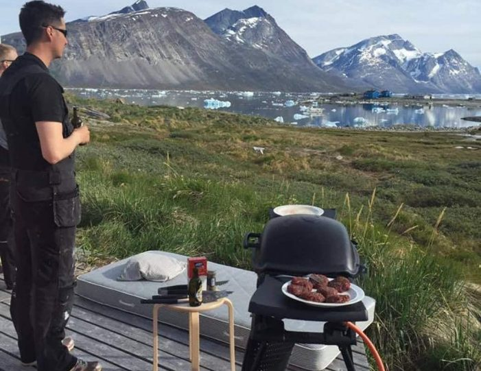 barbecuing-in-qoornoq-nuuk-west-greenland - Guide to Greenland15