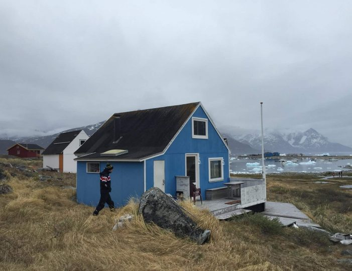 barbecuing-in-qoornoq-nuuk-west-greenland - Guide to Greenland4
