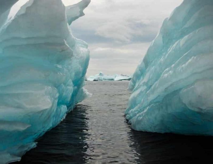 boat-trip-among-the-icebergs-ilulissat-disko-bay-Guide to Greenland (5)