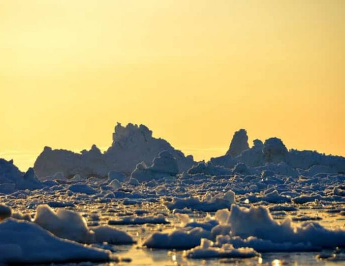 boat-trip-among-the-icebergs-ilulissat-disko-bay-Guide to Greenland (7)