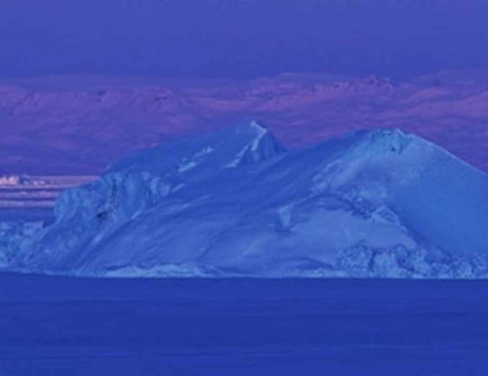 choose-your-own-winter-adventure-ilulissat-4-days-Guide to Greenland11