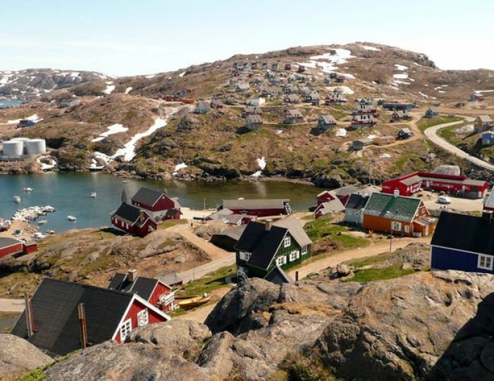 city-tour-and-hike-to-the-flower-valley-tasiilaq-east-greenland - Guide to Greenland1