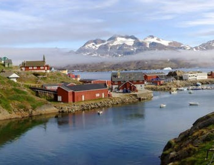 city-tour-and-hike-to-the-flower-valley-tasiilaq-east-greenland - Guide to Greenland8