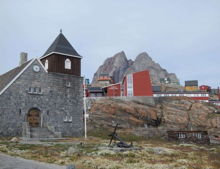 city-walk-uummannaq-north-greenland-Guide to Greenland2