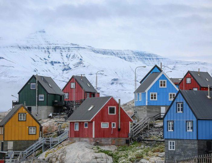 city-walk-uummannaq-north-greenland-Guide to Greenland3