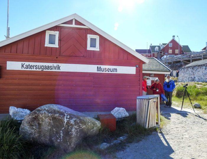 city-walk-uummannaq-north-greenland-Guide to Greenland4