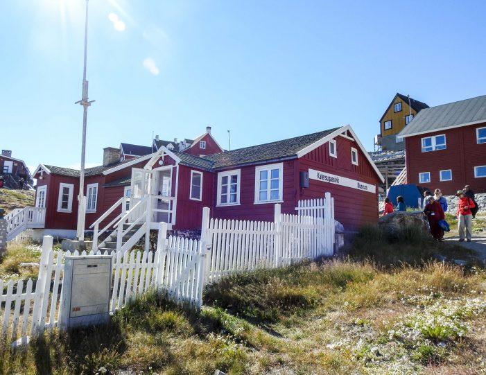 city-walk-uummannaq-north-greenland-Guide to Greenland5