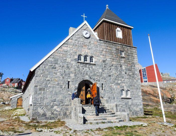 city-walk-uummannaq-north-greenland-Guide to Greenland6