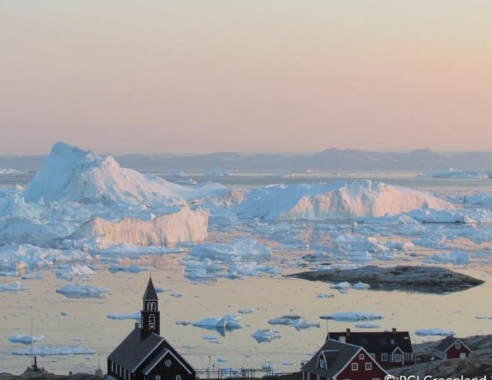 evening-kayaking-among-icebergs-ilulissat-disko-bay - Guide to Greenland2