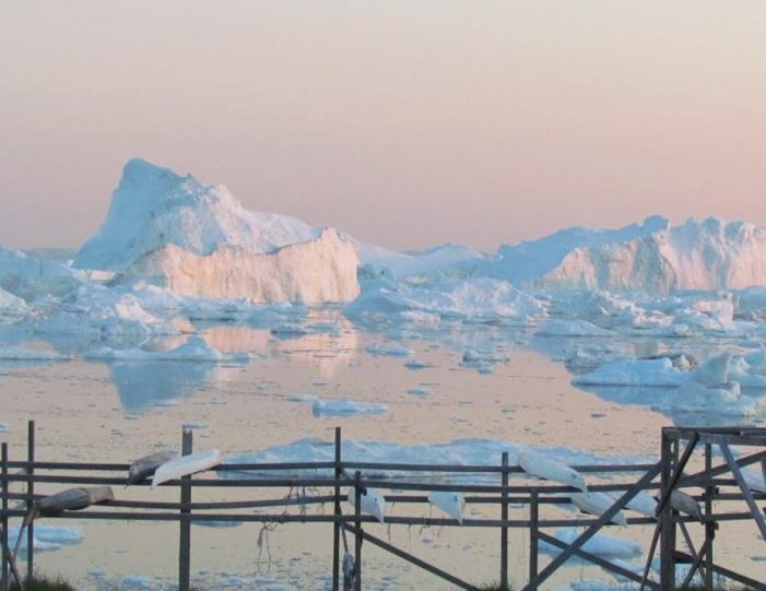 evening-kayaking-among-icebergs-ilulissat-disko-bay - Guide to Greenland3