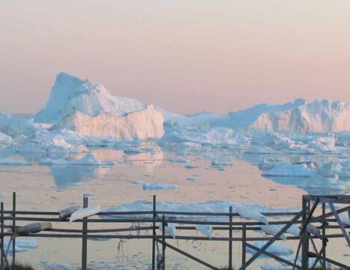 evening-kayaking-among-icebergs-ilulissat-disko-bay - Guide to Greenland3