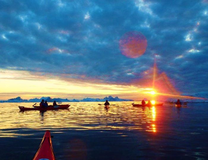 evening-kayaking-among-icebergs-ilulissat-disko-bay - Guide to Greenland4
