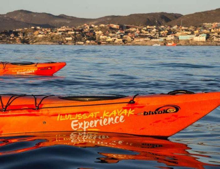 evening-kayaking-among-icebergs-ilulissat-disko-bay - Guide to Greenland6