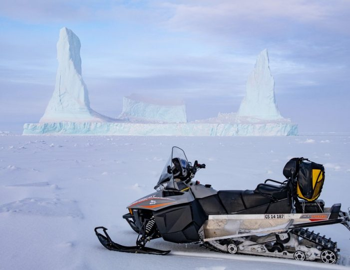 experience-winter-in-the-arctic-uummannaq-ilulissat-from-iceland-day-Guide to Greenland11