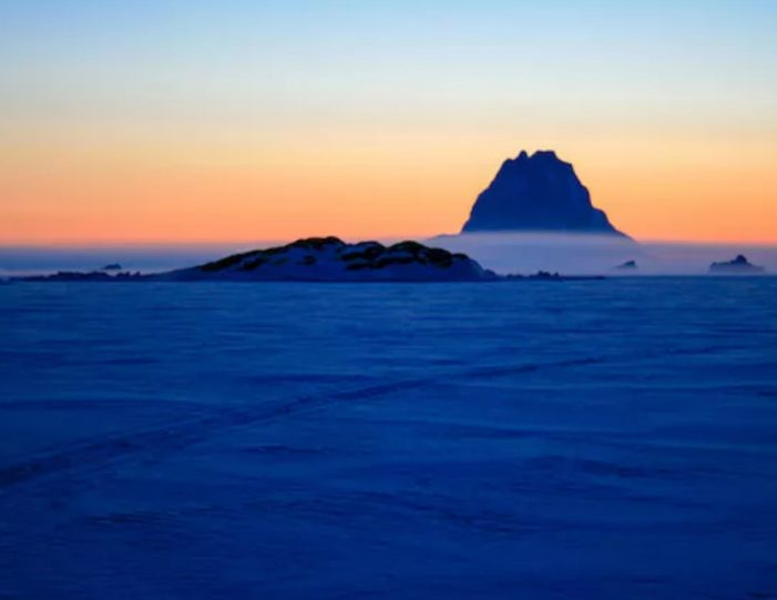 experience-winter-in-the-arctic-uummannaq-ilulissat-from-iceland-day-Guide to Greenland14